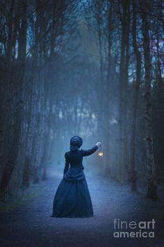 woman with lantern - Поиск в Google