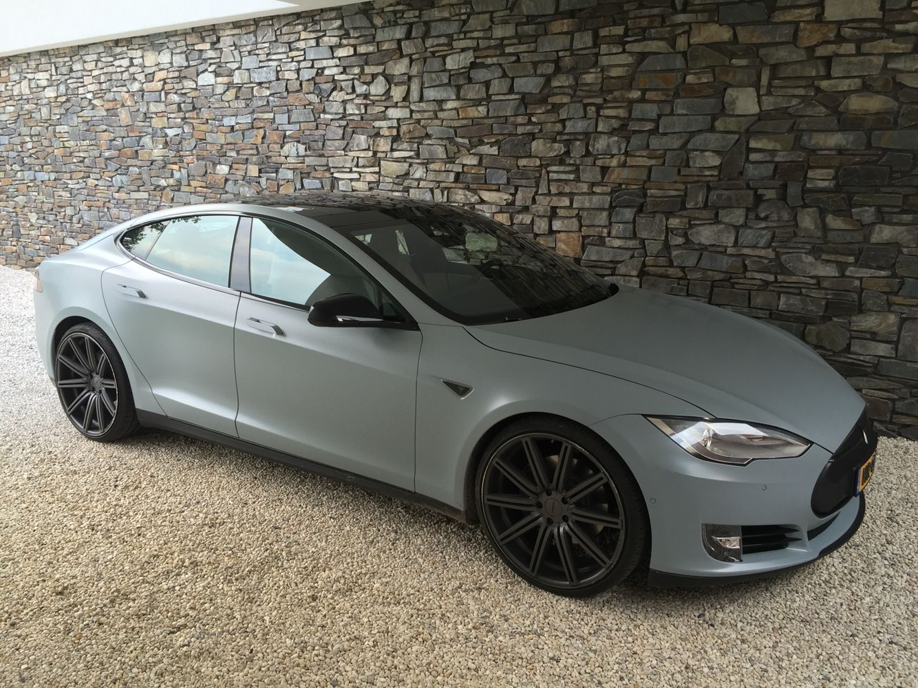 Tesla s vinyl wrap battleship grey 3m 22 vossen wheels black