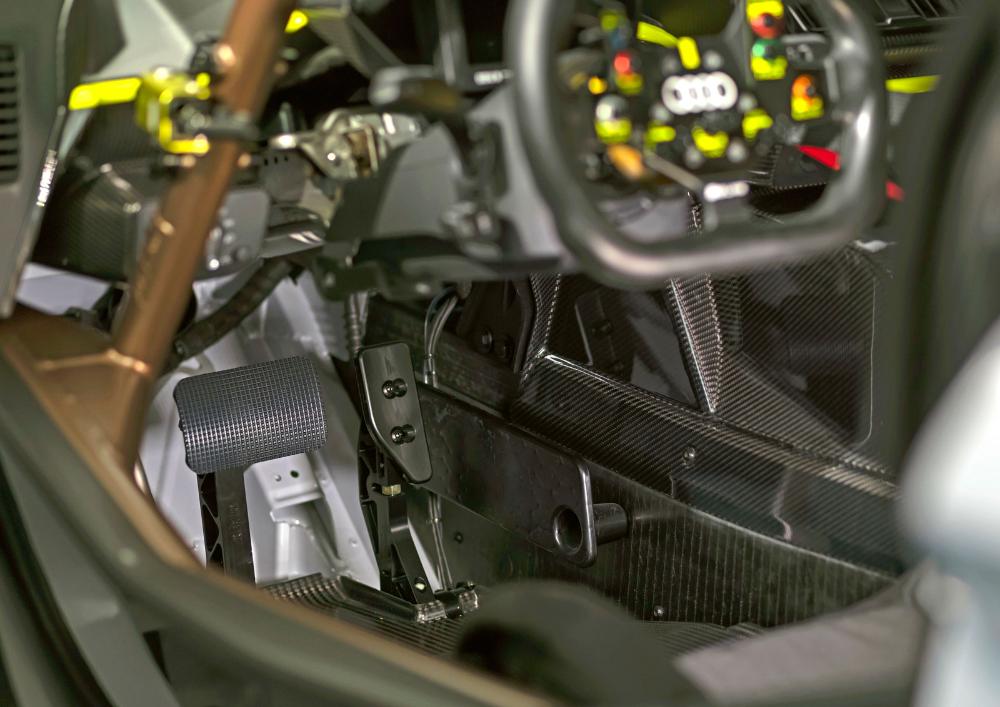 Audi R8 Lms Gt2 Cockpit Design Car Body Design In 2020 Audi R8 Audi Cockpit