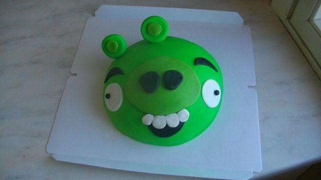 Vihreä Possu - Angry Birds -kakku. Reseptin on tehnyt Kotikokki.netin nimimerkki Taskuvenus