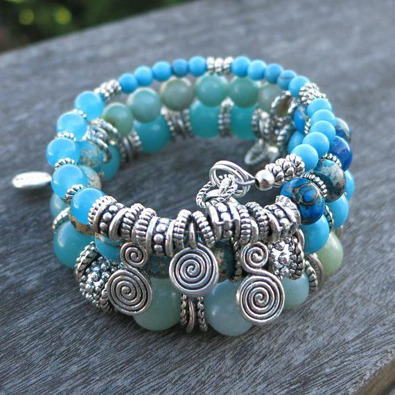 Maße: Ca. 3 1/4 Schleifen; Perlen sind 4-10mm; Gewickelte Spirale ...