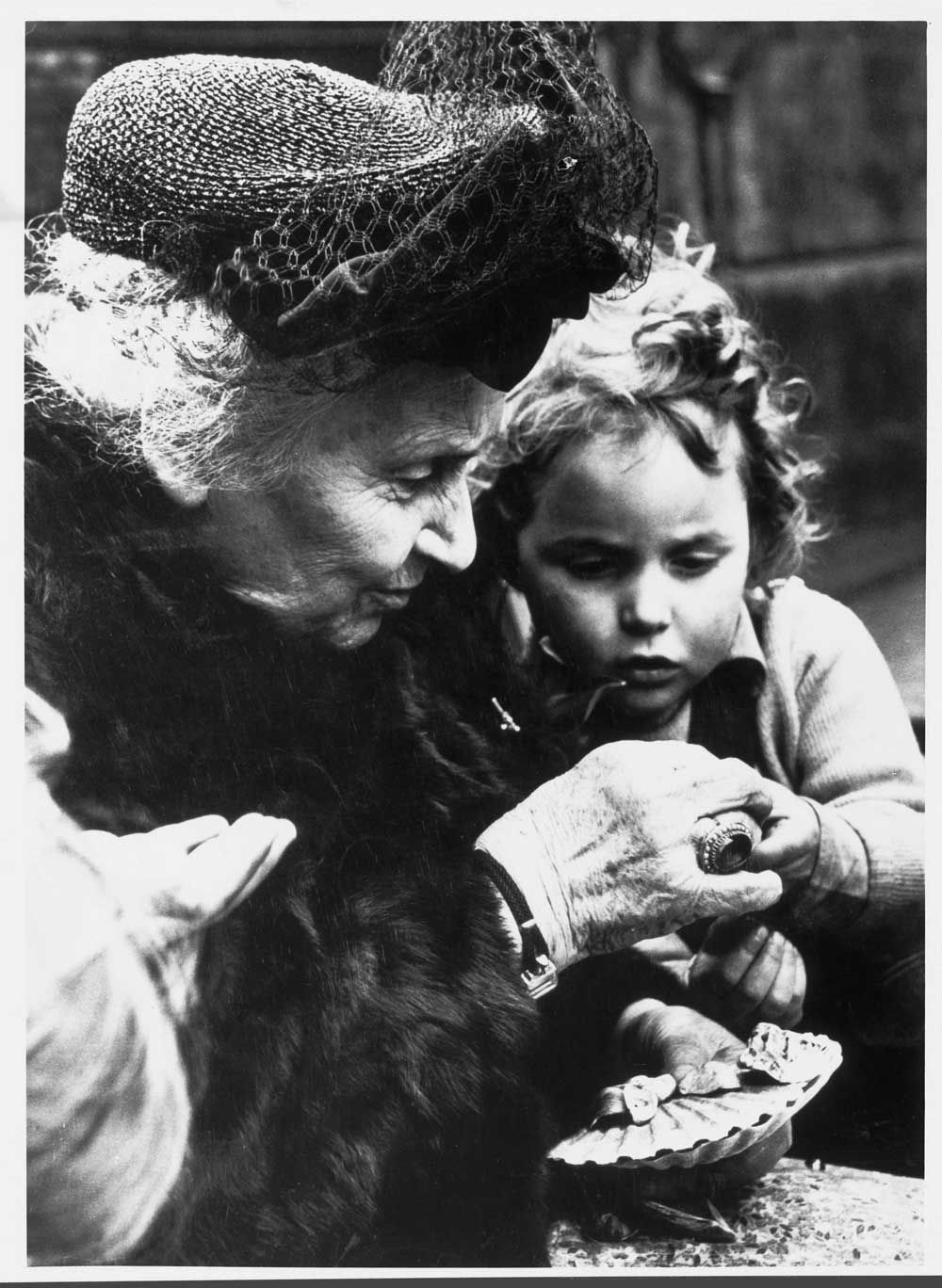Maria Montessori was an educator, philosopher, physician, scientist, educator and volunteer Italian, known for the method that bears his name, used in thousands of kindergartens, primary and secondary schools around the world.