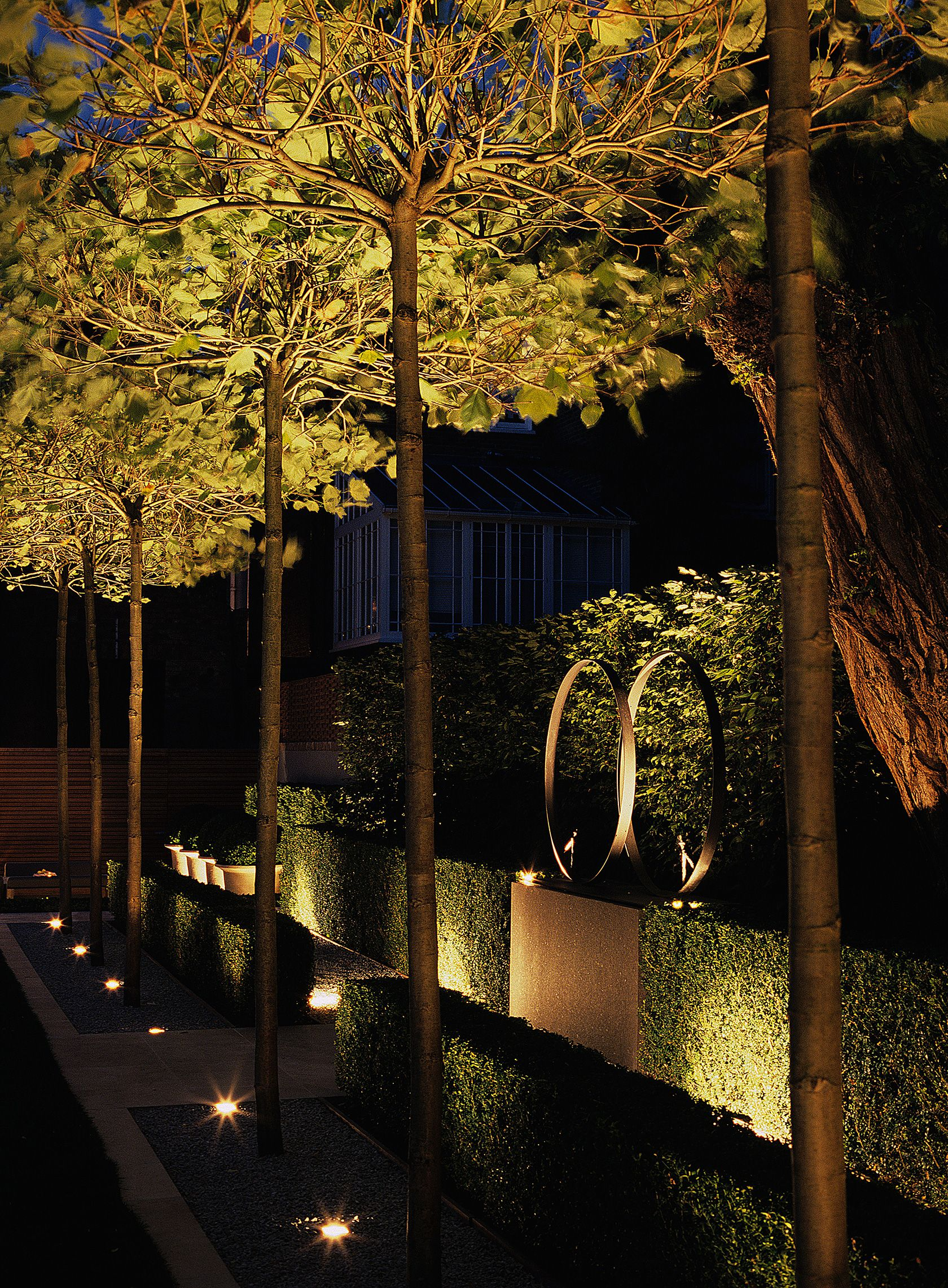 Uplighting luciano giubbilei addison road garden for Exterior uplighting
