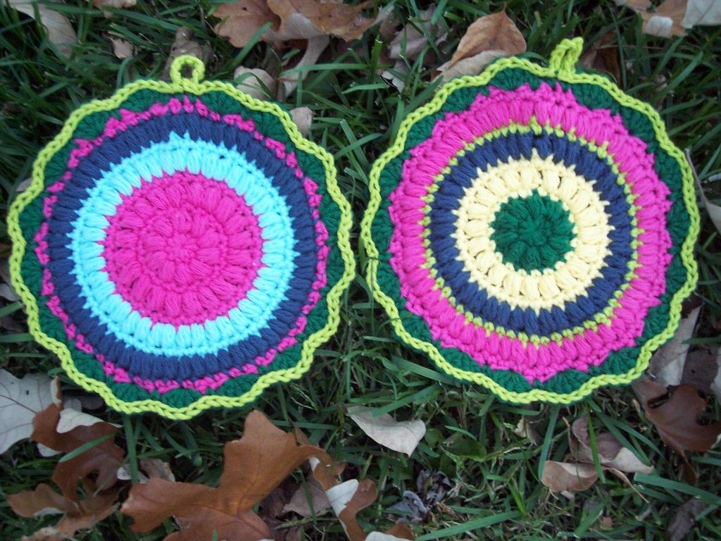 Puffy Scrap Yarn Pot Holder so cute and kinda want to make these but ...