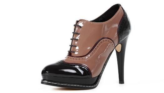 luxusní dámské kotníčkové boty na podpatku - vysoká platforma a důmyslný  sklon umožňují komfortní chůzi i v 538e2bb576