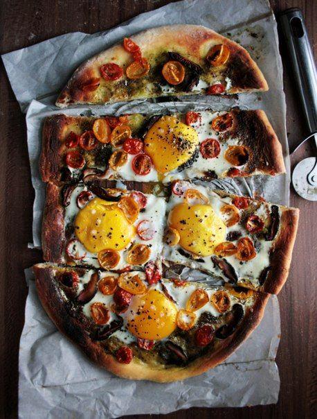 Tomato egg breakfast pizza