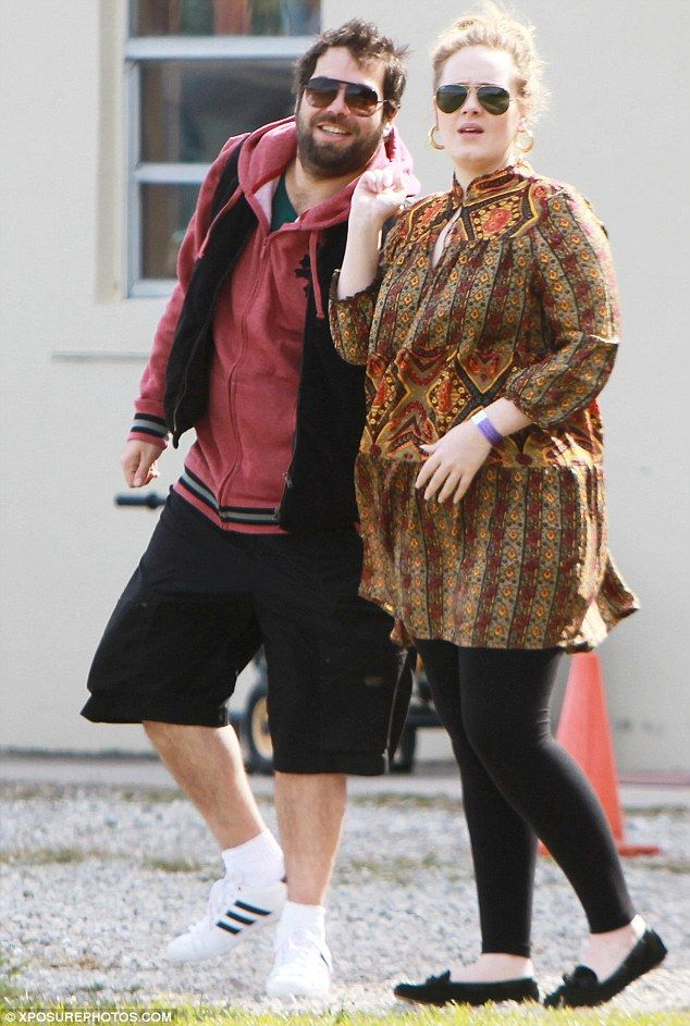 f61a905beae 24-year-old singer Adele and partner Simon Konecki welcomed their child on  Friday night.