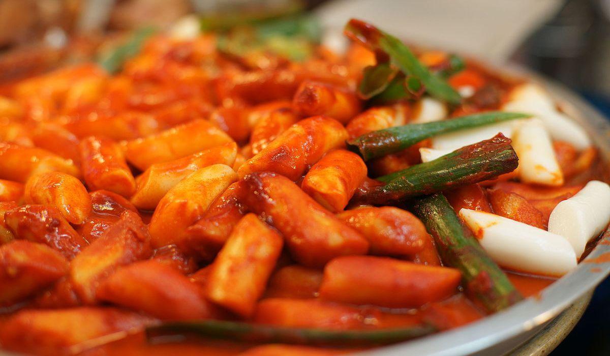 Hot spicy rice cake tteokbokki cook to food recipe