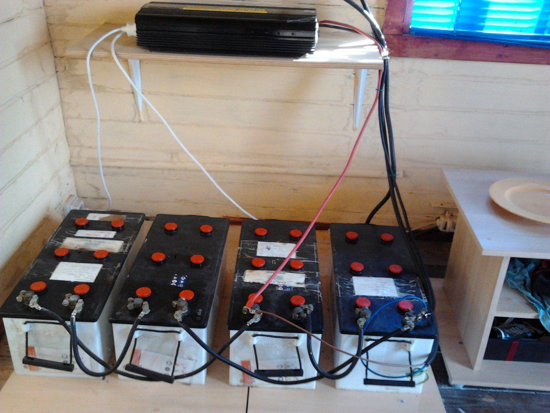 350,00€ · instalacion fotovoltaica · 2 placas solares de 127 watios+covertidor power inverter+regulador eletronico+2 baterias de 65 y 105 amperios+cableado preio de compra 1700 euros, vendo por cambio de vivienda. · Hogar y jardín > Electrodomésticos > Gran electrodoméstico > Otros en gran electrodoméstico