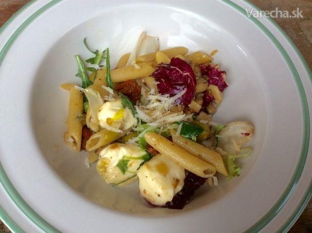 Penne so šampiňónmi, s mozzarellou a so šalátom (fotorecept) - Recept
