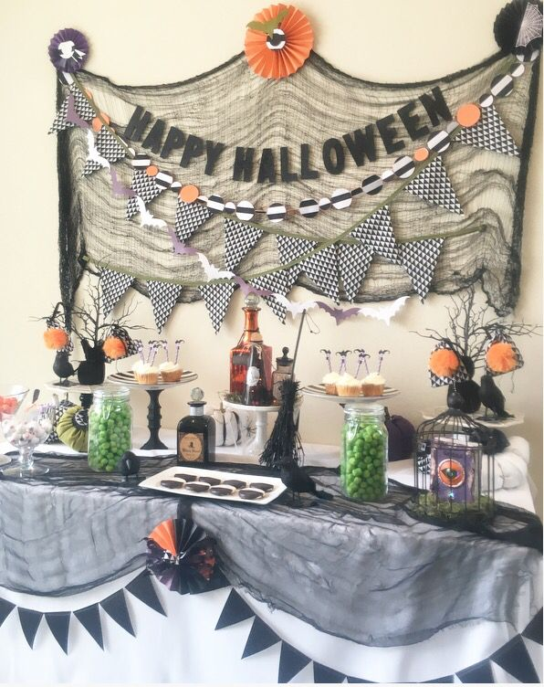Halloween party table ideas halloween candy table cheese - Kids halloween party decoration ideas ...