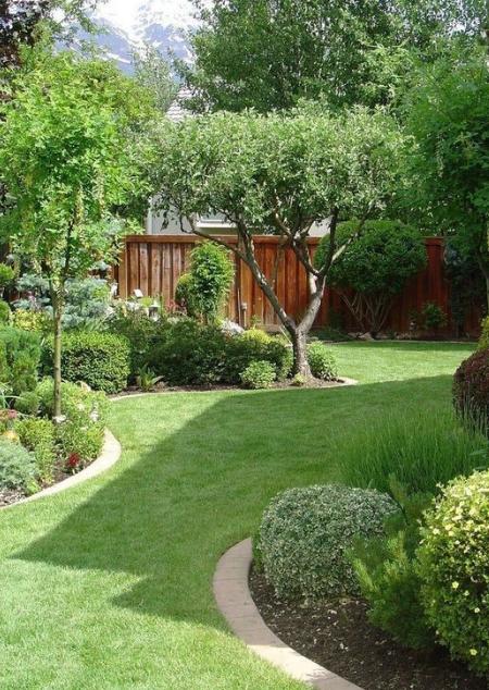 25 Simple And Modern Garden Design Eweddingmag Com In 2020 Small Backyard Landscaping Small Backyard Gardens Modern Garden