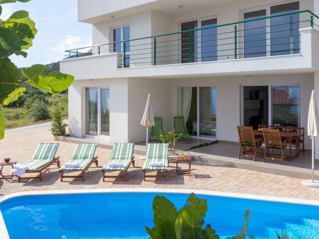 Modernes Ferienhaus Sandra mit Pool in Makarska an der Makarska: 3 ...