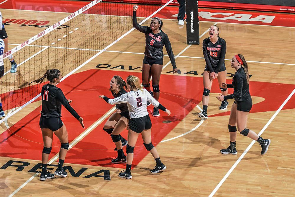 Apsu Volleyball Sweeps Alabama A M Win Streak Now At Eight Volleyball Beach Volleyball Austin Peay State University