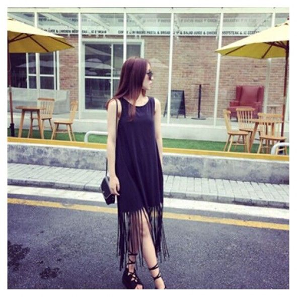 This fringe detail dress is #perfect for holiday season. Pair with flat sandals.