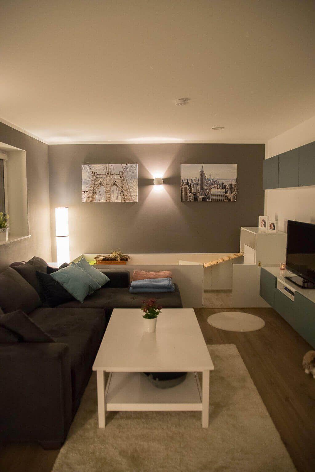 Wohnzimmer mit grauen Wänden und weißen Möbeln   Hausbau Blog ...