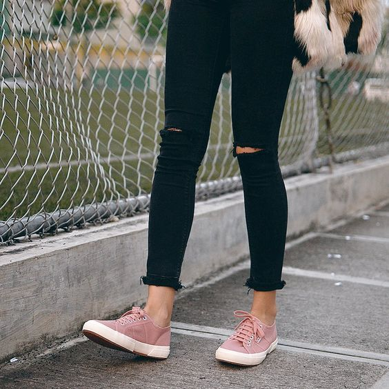 Pink shoes outfit, Pink trainers outfit