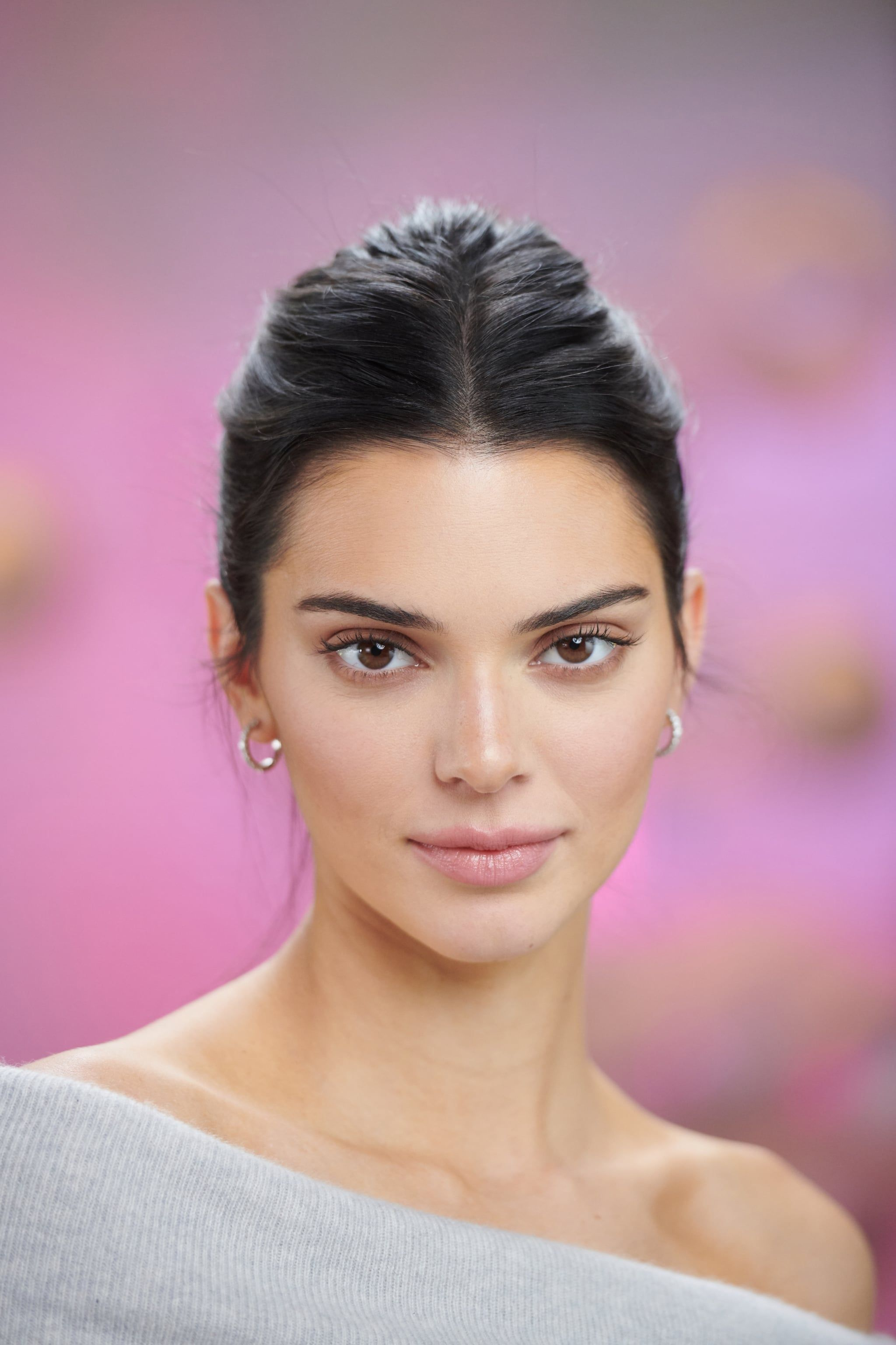 After Criticism About Her Skin, Kendall Jenner Is Talking About Her Acne  For the First Time | Kendall jenner hair, Kendall jenner makeup, Jenner hair
