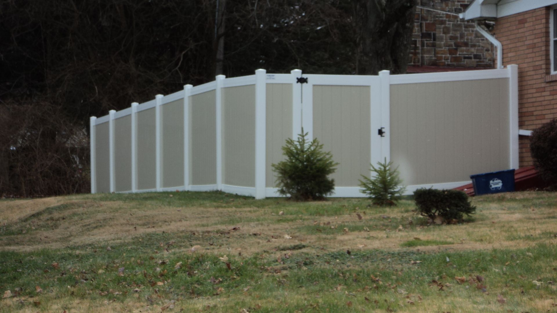 This Is A Favorite Mix N Match Style Vinyl Fence Beige Panels With White Rails Vinyl Fence Fence Paneling