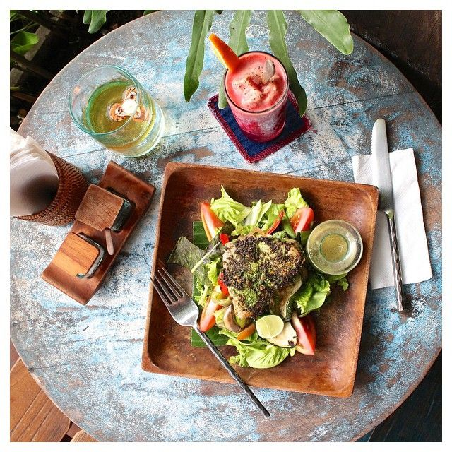 """My own little tropical food paradise! Words can't describe the delicious-ness of this meal from Kafe in Ubud. Fresh grilled tuna salad with a purple…"""