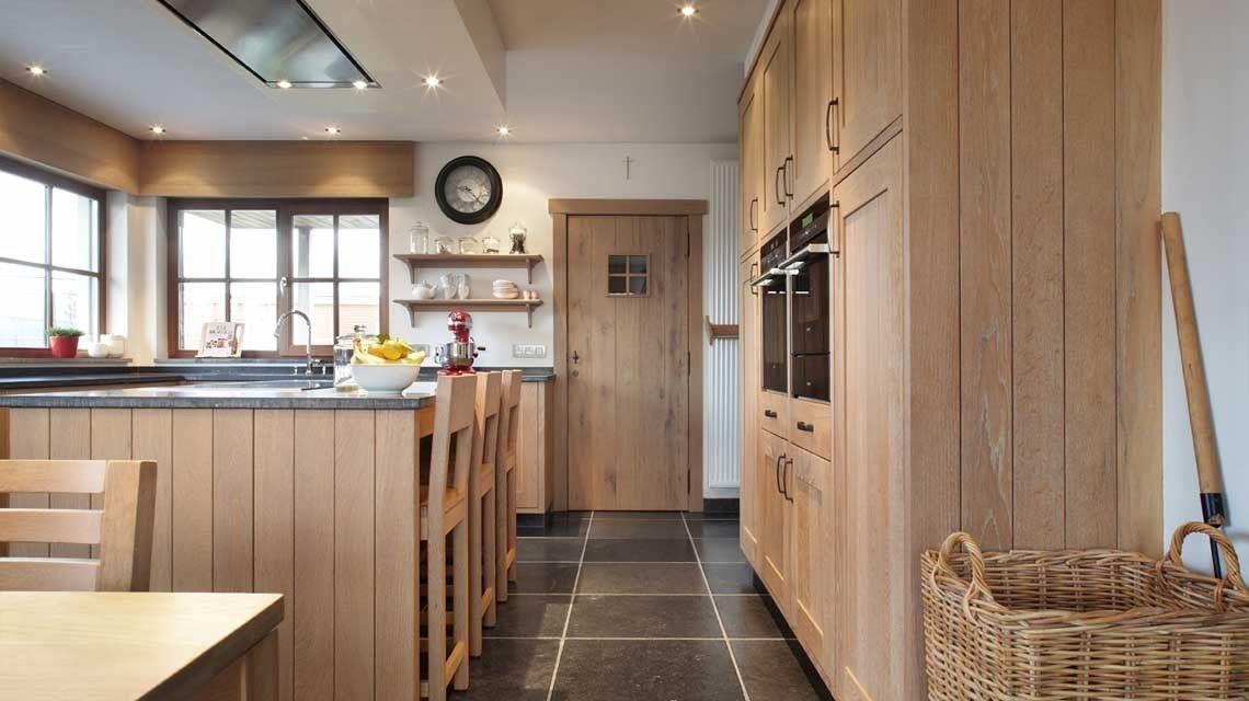 Landelijke keuken in massieve eik eiken keuken pinterest keuken keukens en interieurs - Moderne oude keuken ...