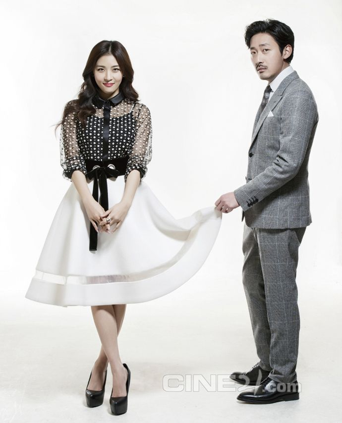 Ha Ji Won & Ha Jung Woo's Interior Spreads For Cine21's No
