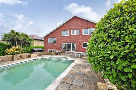 Detached family house. 6 bedrooms. Comes with balcony with sea views. Benifits from a swimming pool. Located in Shanklin, Isle of Wight, PO37. http://www.fineandcountry.co.uk