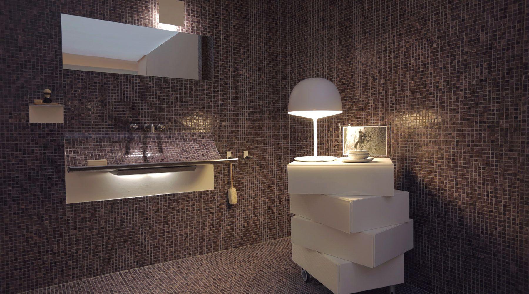 Resina bagno ~ Un lavabo di design rivestito a mosaico o in resina che sembra