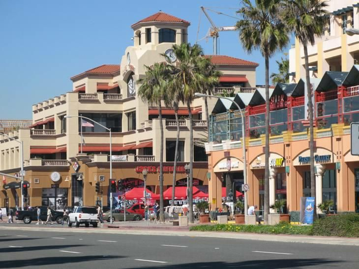 Downtown Huntington Beach I Miss The Old Used To Be Dirt Lots A Popeye S Burger And Golden Bear Club Where All These New Mall Like Buildings