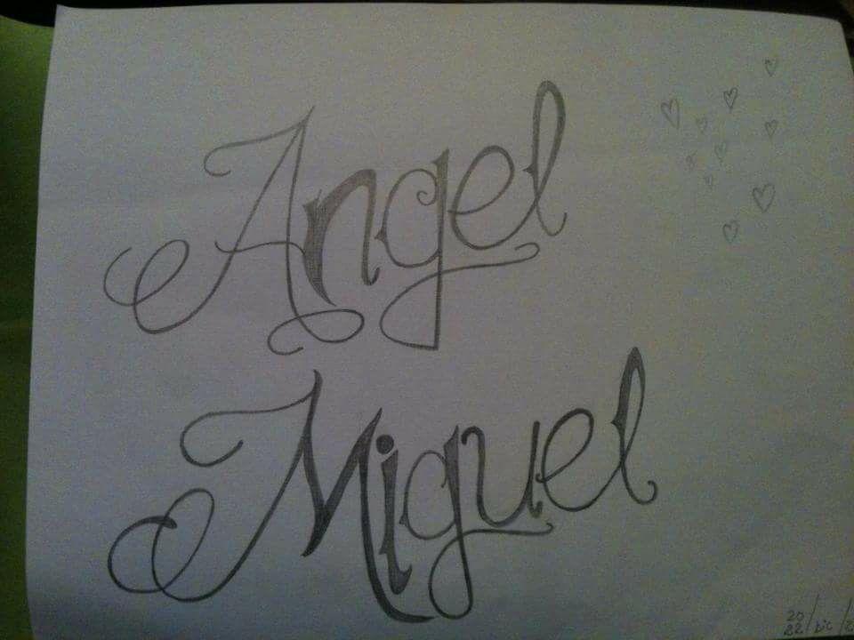 Dibujo hecho a lápiz - Tatuaje con el nombre de Angel Miguel