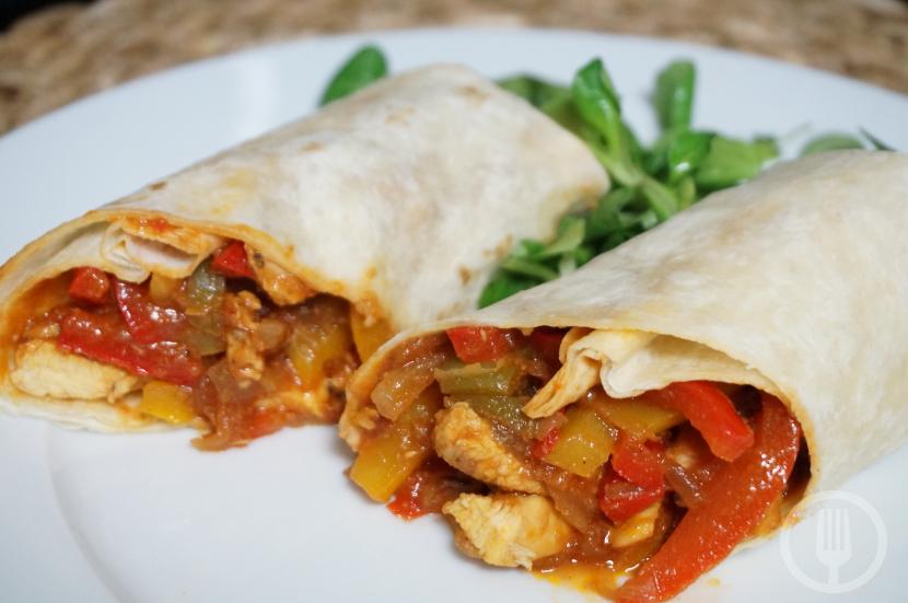 Burritos Con Pollo Y Pimientos Para Una Cena Informal Receta Burritos De Pollo Pollo Quesadillas De Pollo