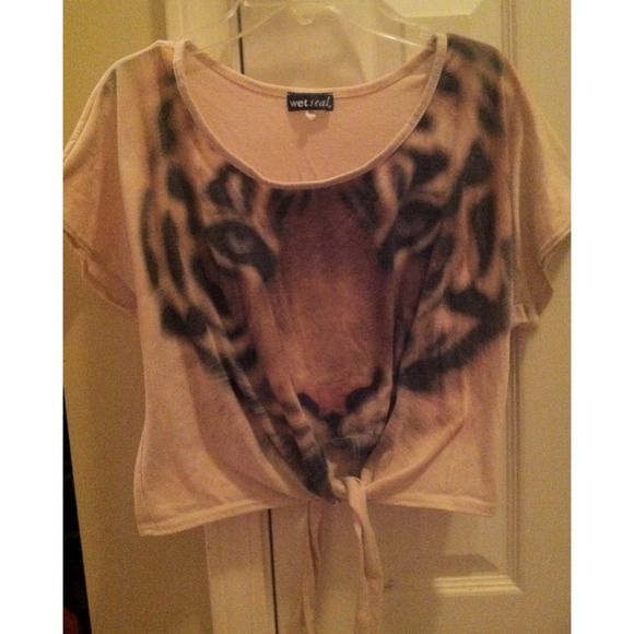 Wet Seal tiger crop top w/ tie Stretchy material, only worn once Wet Seal Tops Crop Tops