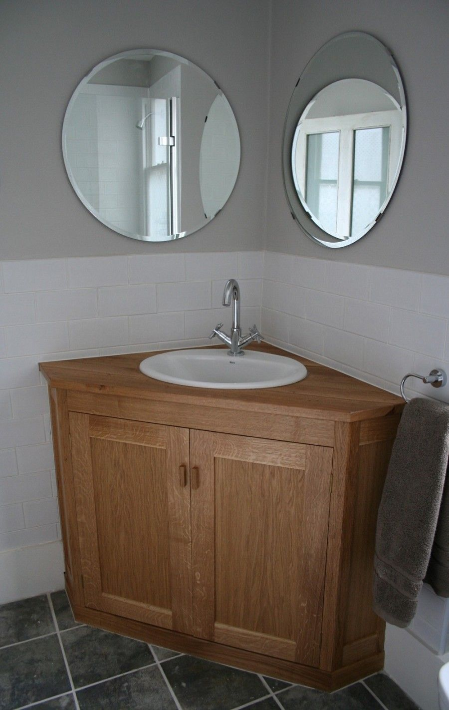 Corner Oak Wooden Vanity Furniture With Modern White Round Sink