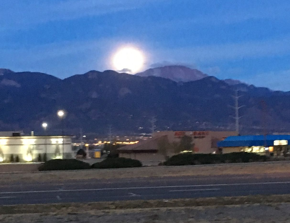 Pikes Peak Parking >> Full Moon Over Pikes Peak From My Office Parking Lot