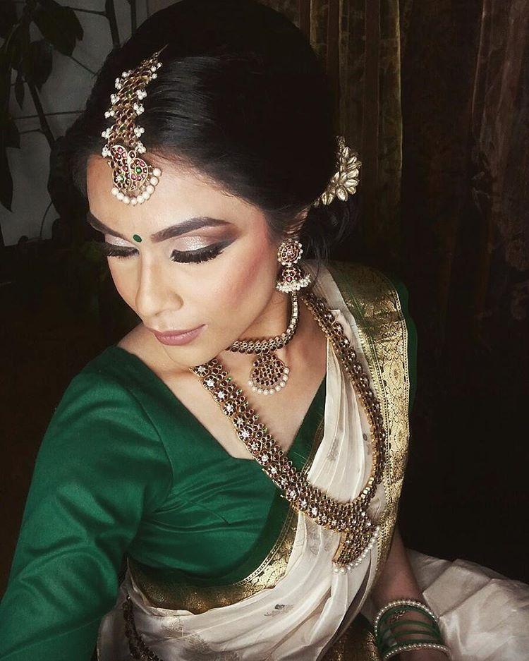Hindu Bridal Hairstyles 14 Safe Hairdos For The Modern: Modern Saree, South Indian Bride