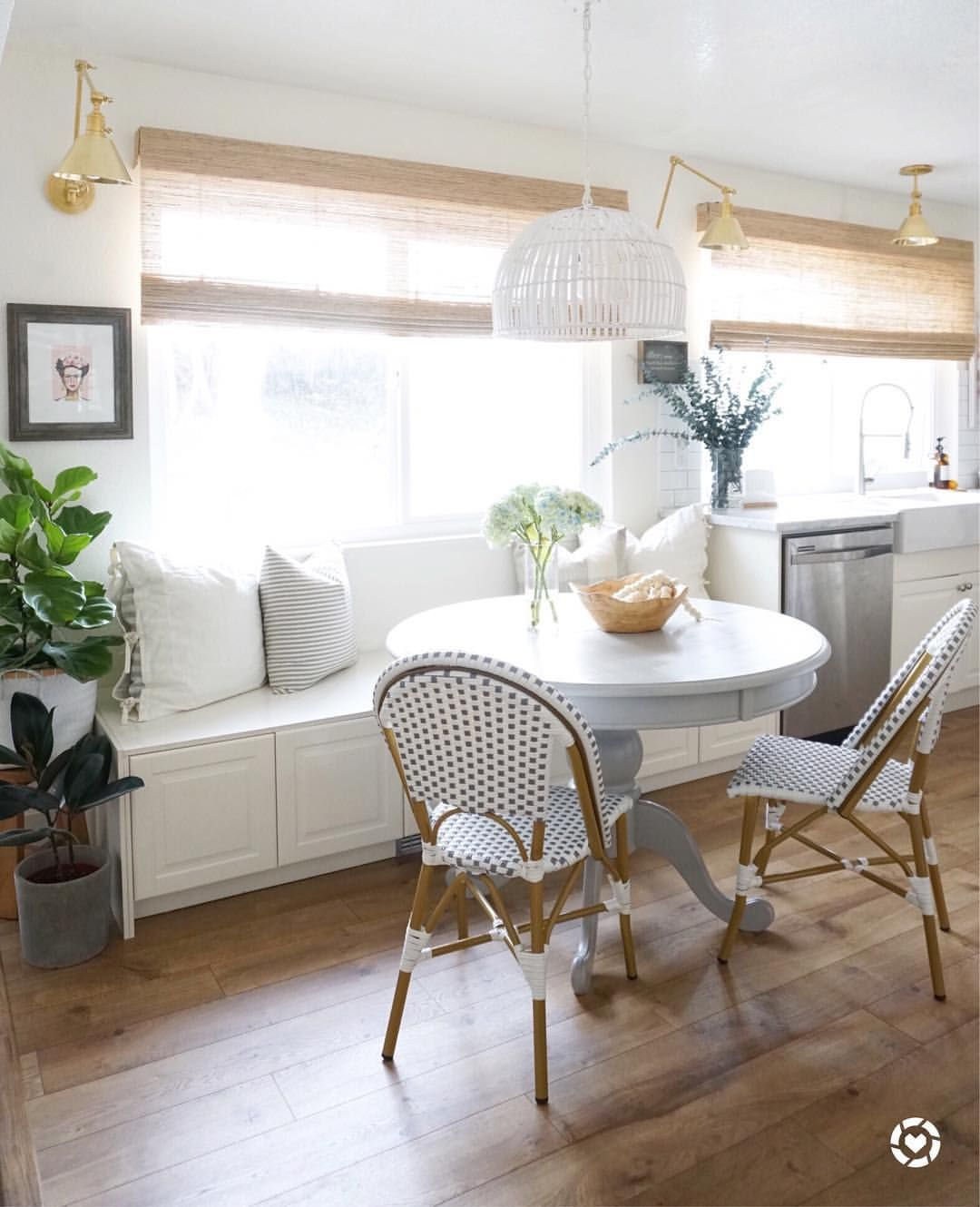 Casual Dining Rooms Decorating Ideas For A Soothing Interior: Wall Sconces Living Room, Casual Dining Rooms