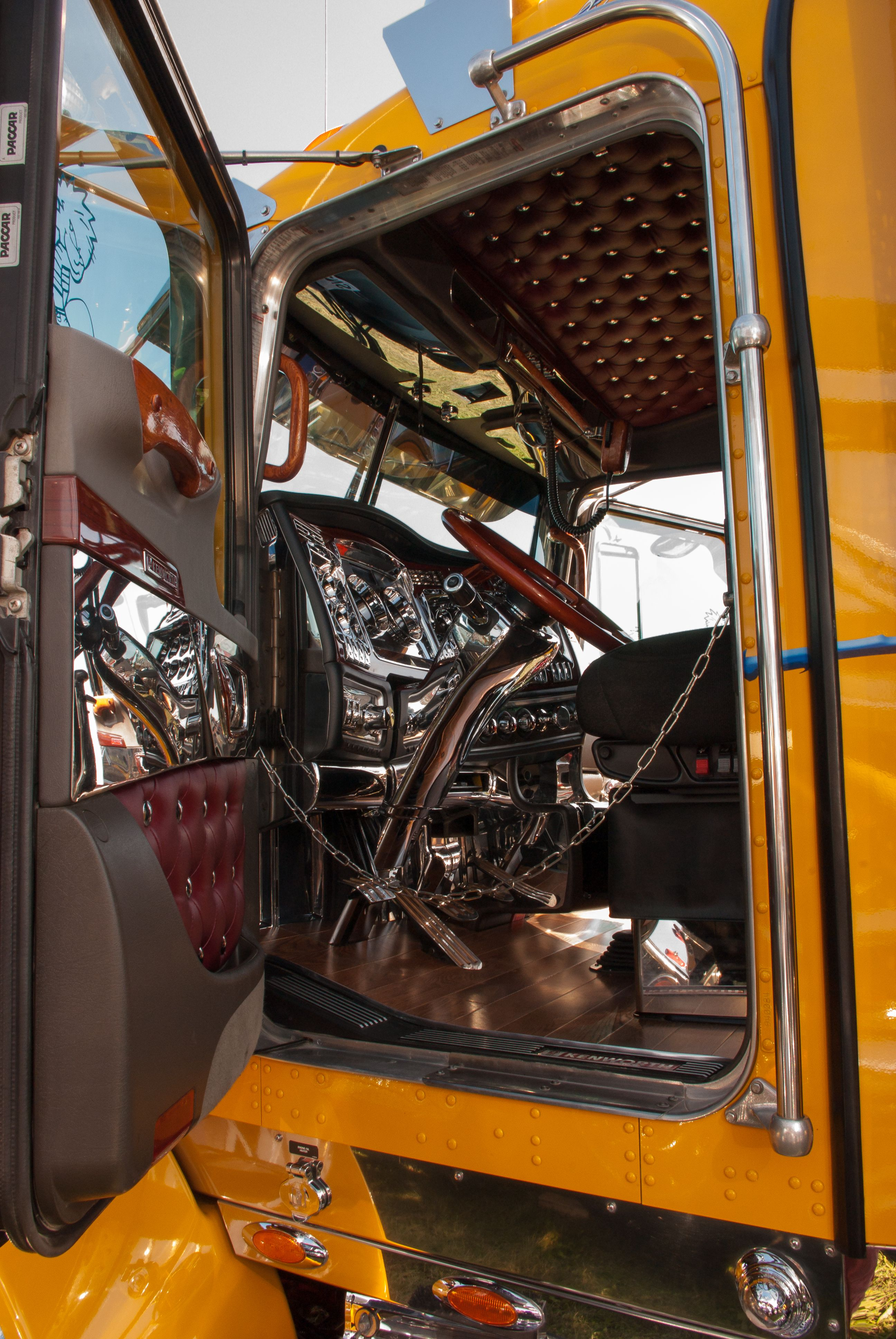 Nice interior interior of trucks peterbilt trucks - Peterbilt 379 interior accessories ...