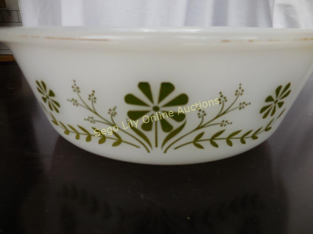 Lot # : 279 - Vintage Casserole Dish