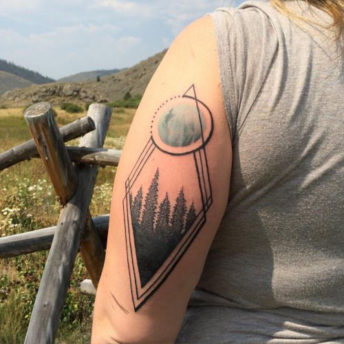 The last tattoo post from when I was in Colorado. What an amazing place. #tattoo #tattooart #tattoolife #tattoodesigns #art #artwork #geometry #geometrictattoo #lines #linework #dots #dotwork #stippling #moon #moontattoo #trees #mountains #Colorado #coloradotattoo #black #blackink #blackwork #blacktattoos #blxckwork #blxckink #ilovemyjob #ilovetattoos original art work and tattooed on Callie Rae. Once agen thank you for all the hospitality.