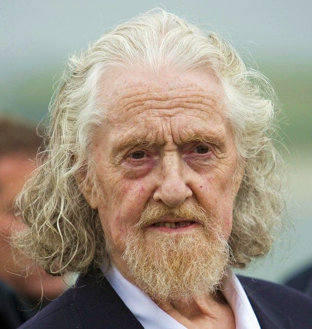 Pin By Cassandra Coats On Faces To Populate My Imagination Grey Hair Old Man Old Man Long Hair Long Gray Hair