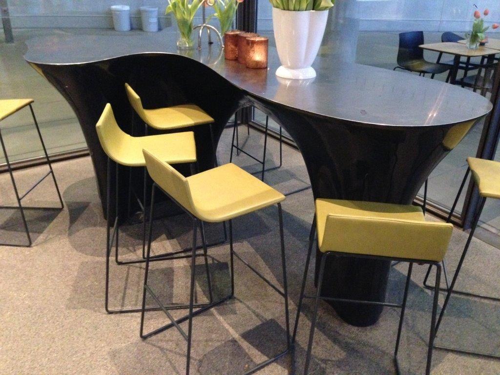 Organisch Geformter Tisch In Der Pinakothek Der Moderne In München. Super  Design!