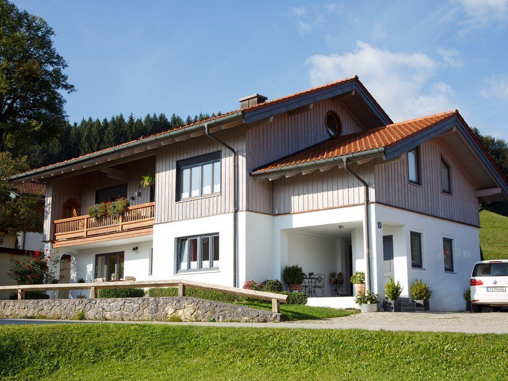Gemutliche Ferienwohnung 83 Qm Mit Terrasse Fur 2 4 Personen 2 Schlafzimmer 623 14 Durchschnitt Nacht Ruh Ferienwohnung Chiemgau Ferienwohnung Ferien