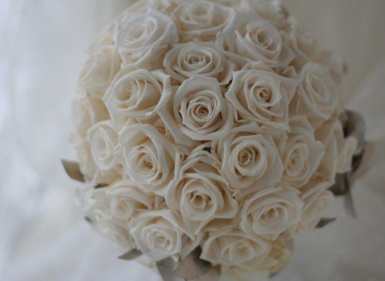 ブーケ プリザーブド バラのアイボリー  : 一会 ウエディングの花