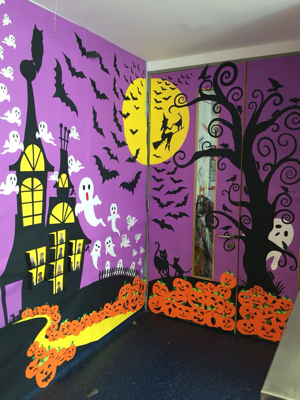 Classroom door decoration for Halloween | Class decoration ...