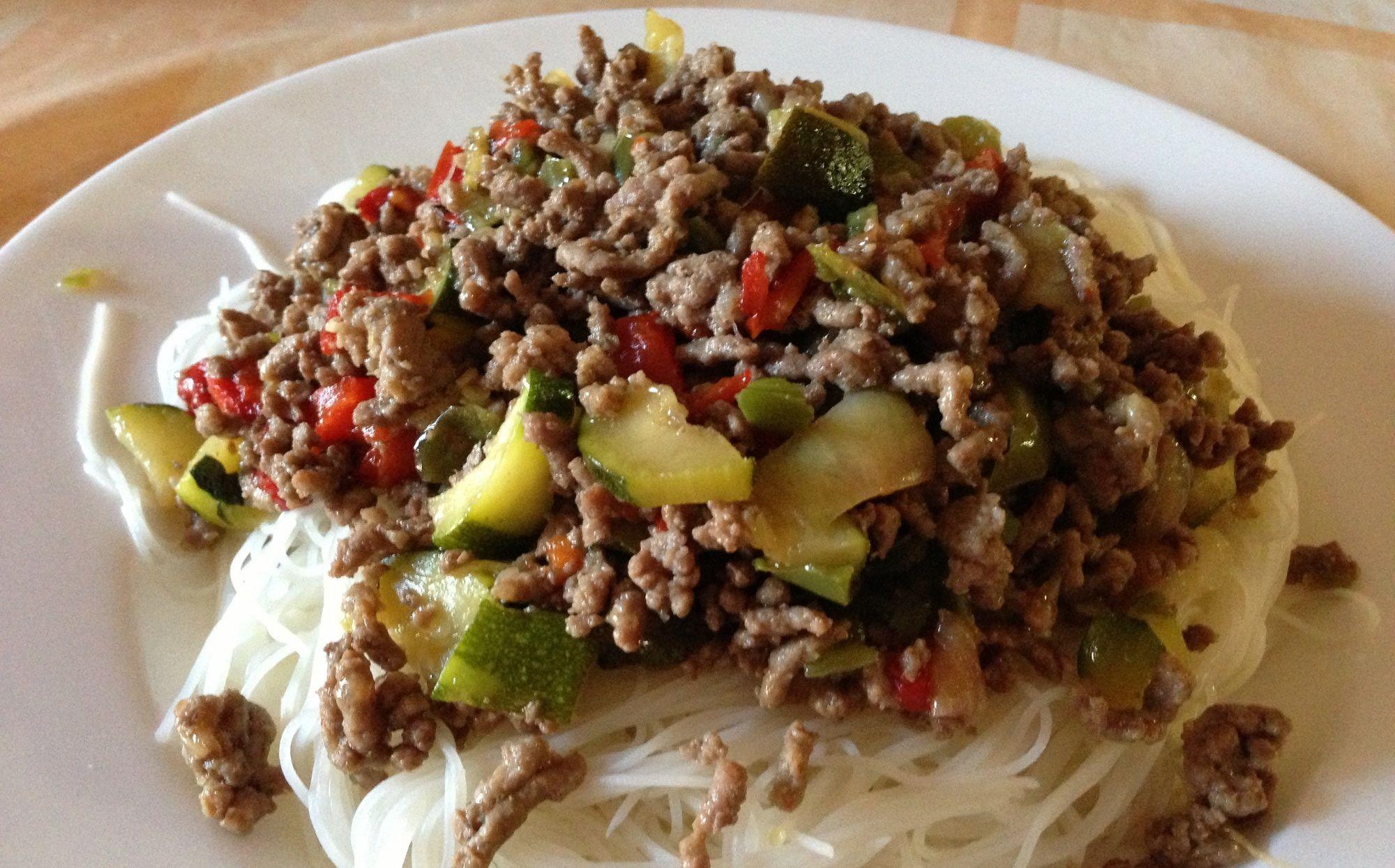Fideos de arroz chinos con carne picada y verduras for Cocinar fideos de arroz