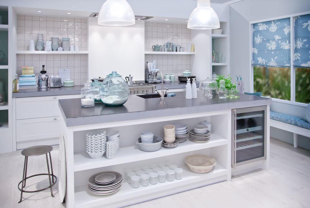 Funkcjonalna Zamknieta Kuchnia Z Wyspa Country Kitchen Modern Country Kitchens Country Kitchen Decor