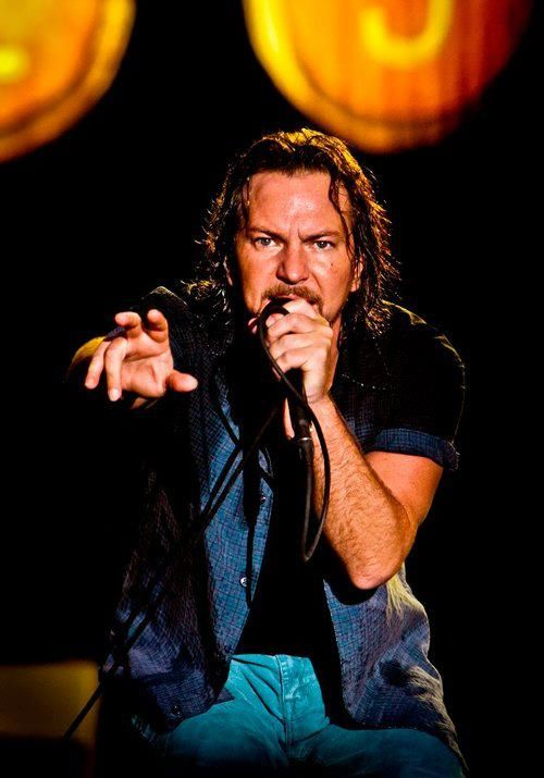 Eddie Want Me To Dry Your Sweat Off With My Tongue Eddie Vedder Pearl Jam Eddie Vedder Pearl Jam