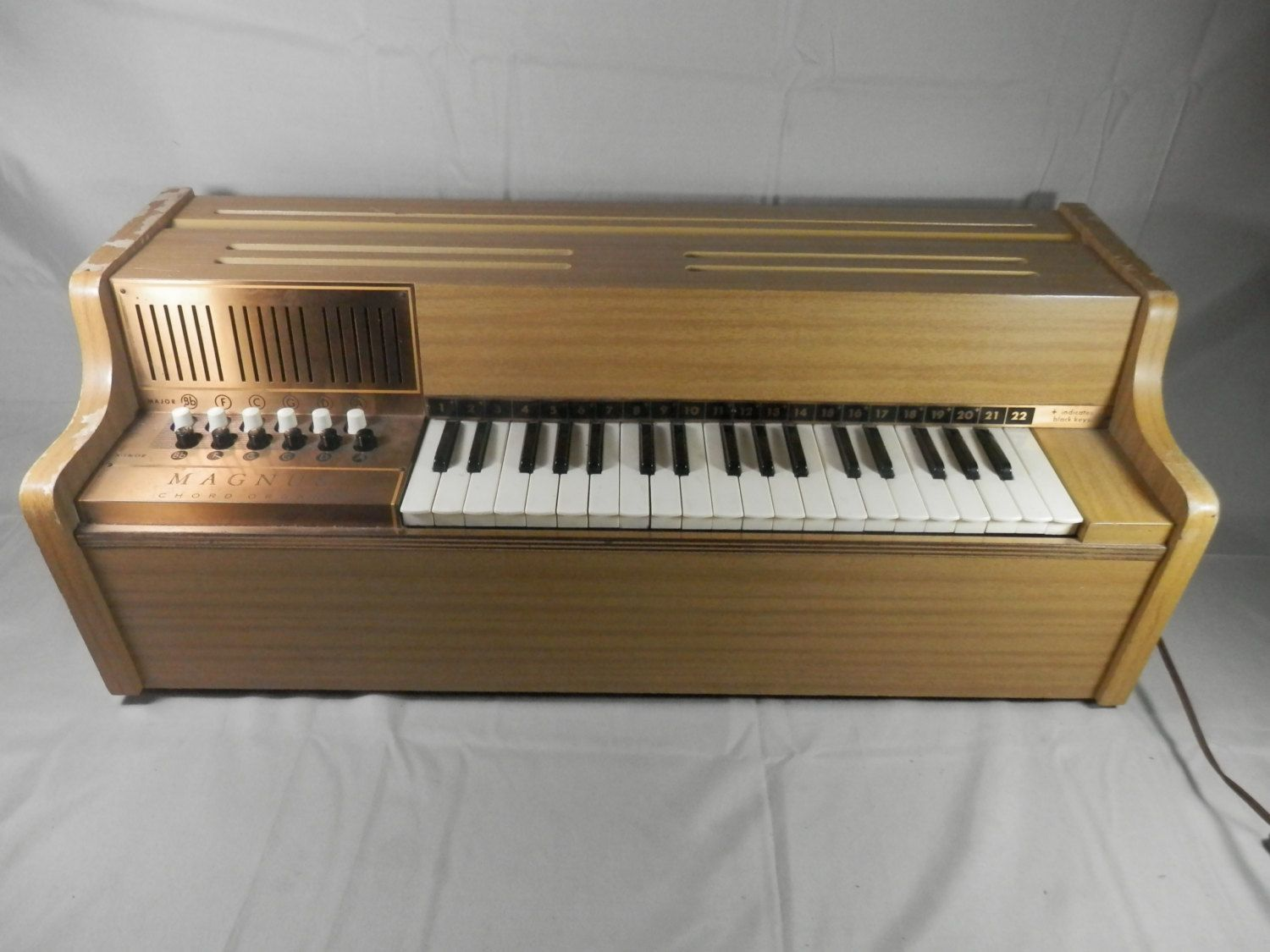 Vintage Magnus Chord Organ Model 500 Working Table Top Electric Magnus Organ Corporation Wooden Organ Piano Practice Electronic Toy Piano Practice Piano Electronic Toys
