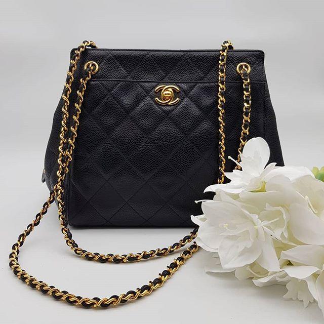 Rare! 1900 wire. Preloved Chanel Vintage Shoulder Bag