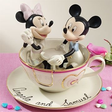So personally I'm not a disney-themed fan but we have had many couples who are and I find this Mickey & Minnie cake topper just adorable. If you're a fan.